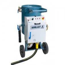Dust free vacuum blast equipment